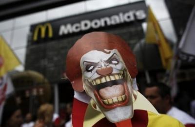 Активисты бойкотируют McDonalad's из-за антибиотиков. В чем проблема?