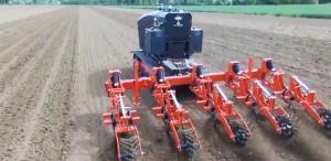 Как французские роботы сами обрабатывают 30 га кукурузы