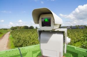 Привет хай-тек: лазерная система спасает ягоды от птиц на полях