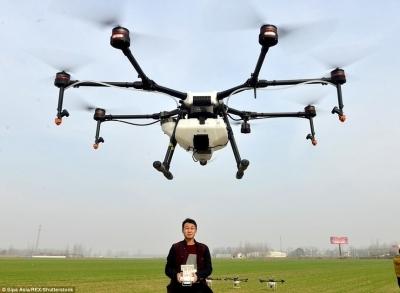 Внесение СЗР дроном — новый бизнес в Китае