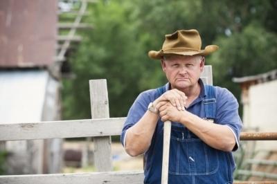 Самоубийства одиноких фермеров стали эпидемией во Франции