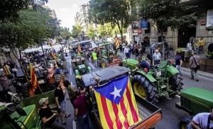 Трактор, как символ мятежей Каталонии