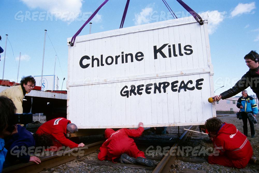 Greenpeace блокирует дорогу