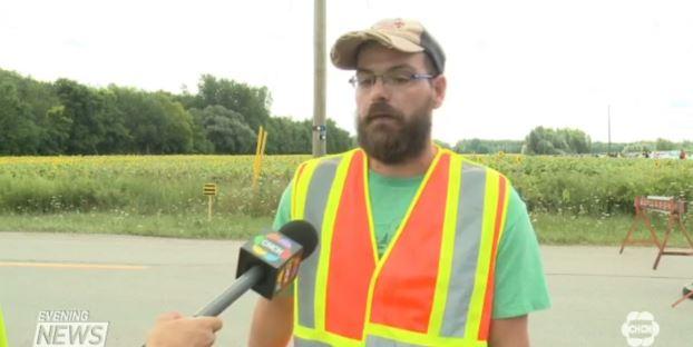 Расстроенный Брэд Богель, дает интервью местному телеканалу chch.com